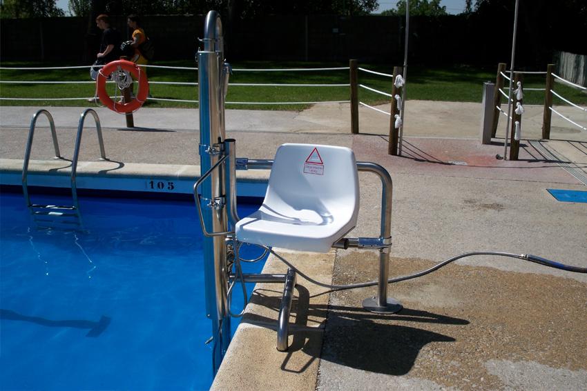 Ascensores acu ticos silla elevadora para piscinas for Sillas de piscina